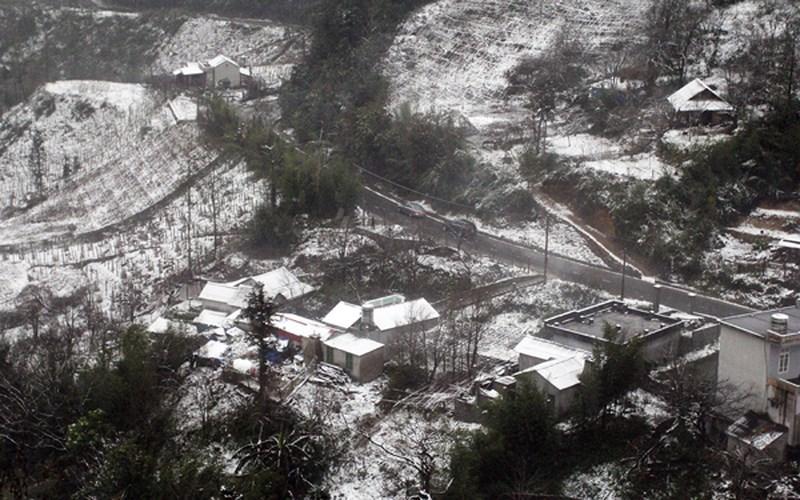 Đợt rét đậm, rét hại kéo dài suốt tuần qua đã làm xuất hiện băng giá, tuyết rơi tại Sapa vào ngày 31/1