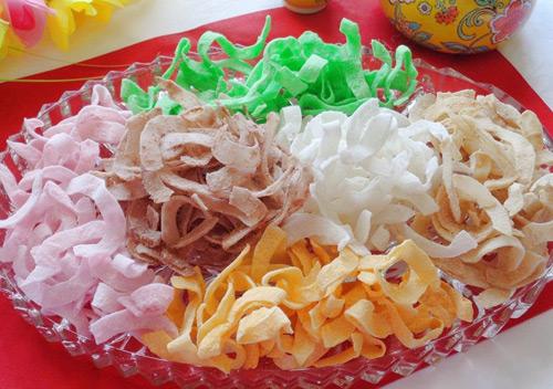 Món mứt dừa đẹp mắt với nhiều màu sắc khác nhau
