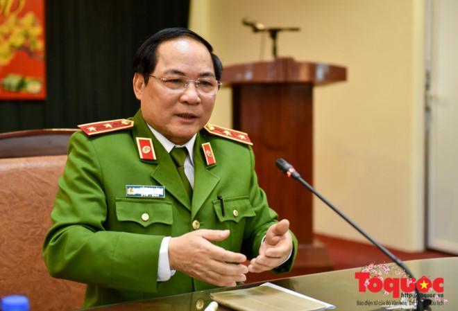 Trung tướng Đồng Đại Lộc thông tin về chuyên án 118B. Ảnh: Nam Nguyễn