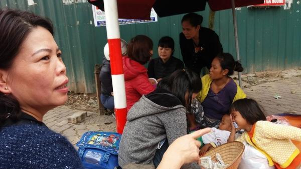 Bà Hòa đã đưa 5 mẹ con về nhà nghỉ ngơi.