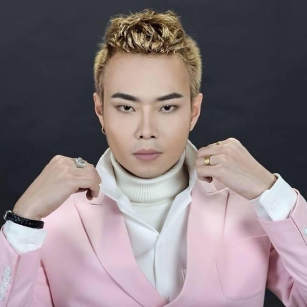 Ca sĩ Nam Khang.