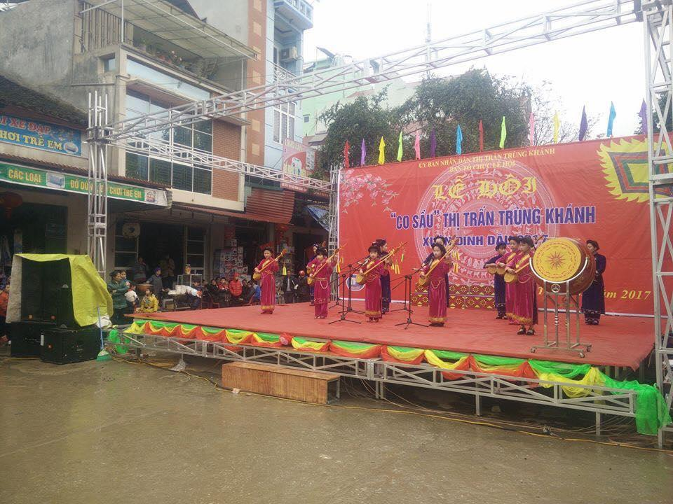 Lễ hội Co Sầu là một trong những hội mang nét đặc sắc văn hóa của đồng bào các dân tộc tại huyện Trùng Khánh, tỉnh Cao Bằng. Lễ hội phố Co Sầu có lịch sử từ xa xưa, thường được tổ chức vào ngày 15/2 âm lịch hàng năm. Năm nay, lễ hội diễn ra từ tối ngày 30/3/2018 (tức ngày 14/2 âm lịch) đến hết ngày 31/3/2018 (tức 15/2 âm lịch).