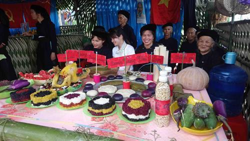 Các món ăn ẩm thực của đồng bào dân tộc Tày Cao Bằng được giới thiệu tại Lễ hội. Ảnh: Quốc Đạt - TTXVN