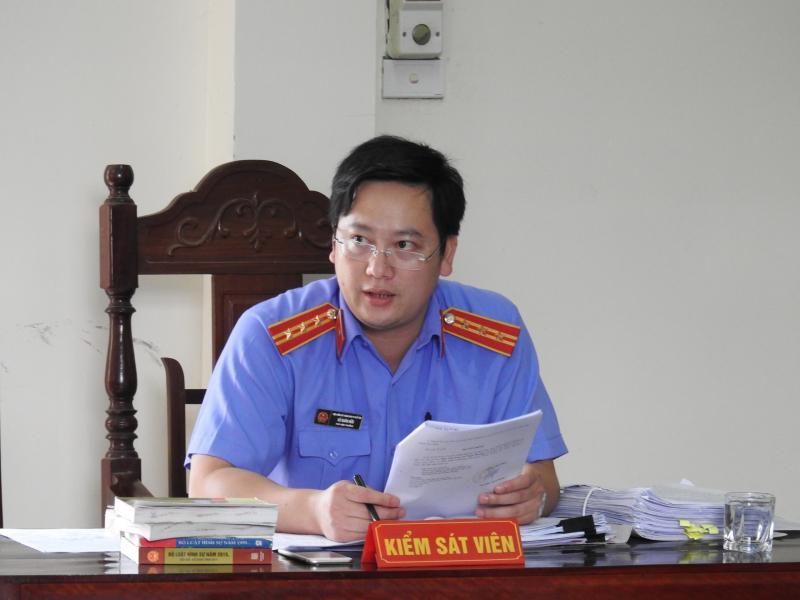 Đại diện Viện kiểm sát thị xã Phổ Yên luận tội các bị cáo theo bản cáo trạng