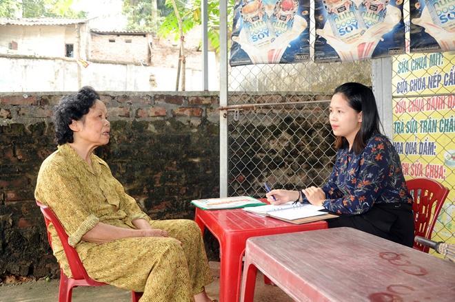 Bà Nguyễn Thị Minh Loan trao đổi với phóng viên Báo CAND.