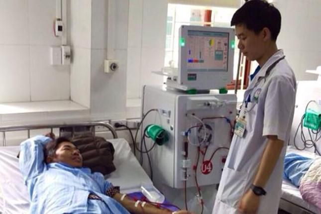 Bác sĩ Lương thăm bệnh nhân ngày 3/5/2018.