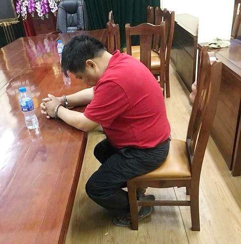 Bên cạnh việc bắt giữ  ông Triệu Ký Voòng, lực lượng chức năng cũng tiến hành khám xét ngôi nhà của ông này và con rể, thu giữ nhiều tài liệu có liên quaÔng Voòng tại cơ quan điều tra. Ảnh: TL. cùng một két sắt.
