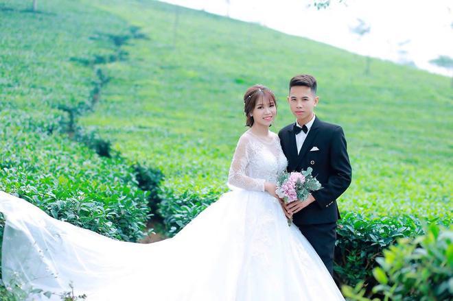 Oanh và ông xã vừa tổ chức đám cưới mới đây.