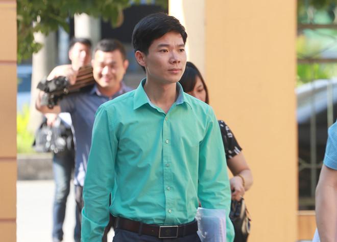 Bị cáo Hoàng Công Lương đến tòa sáng 23/5. Ảnh: Hoàng Lam.