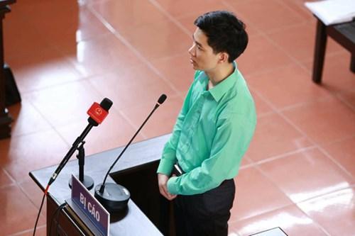 BS Hoàng Công Lương khai trước tòa.