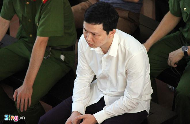 Bị cáo Trần Văn Sơn tại phiên tòa ngày 24/5. Ảnh: Hoàng Lam.