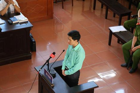 Bác sĩ Hoàng Công Lương tại phiên tòa.