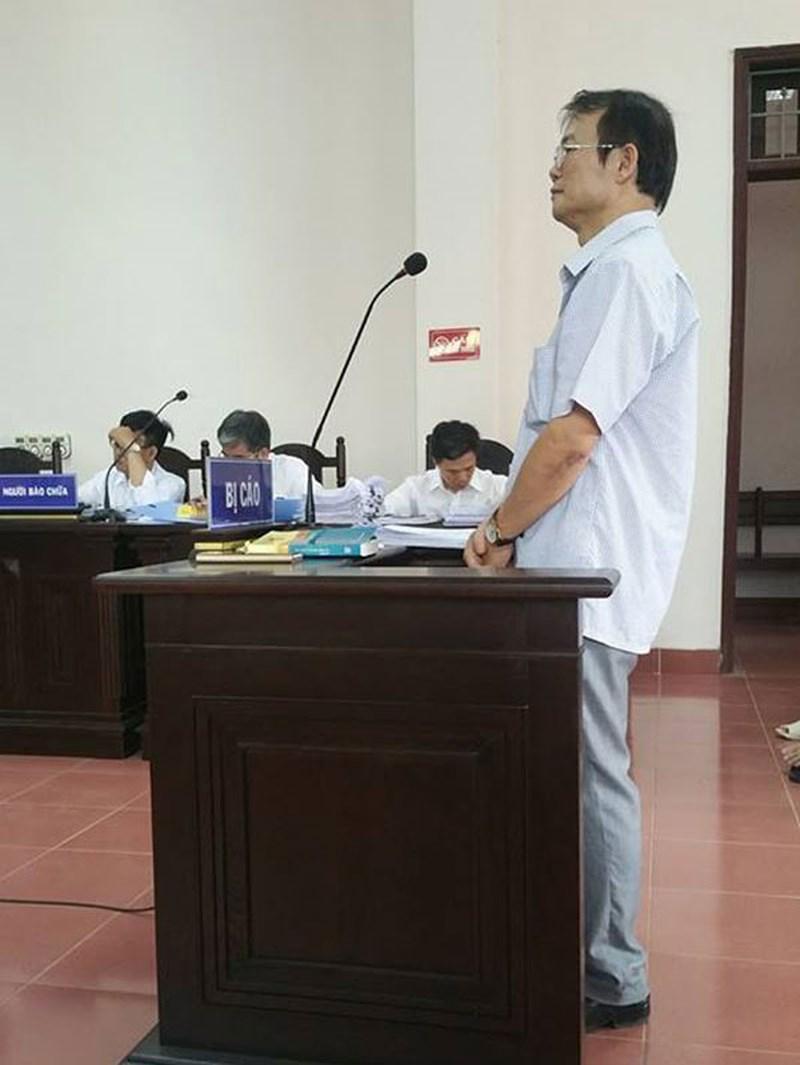 Bị cáo Dương Quang Hợp đang trả lời HĐXX.