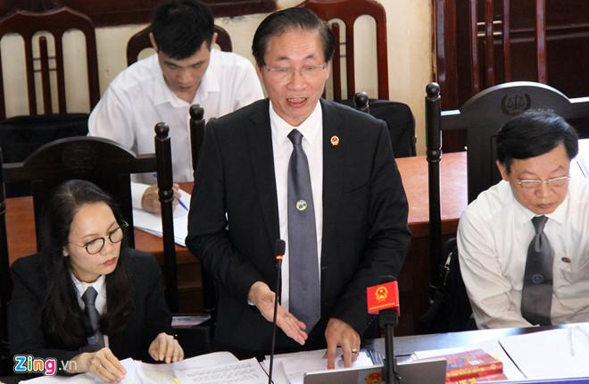 Luật sư Nguyễn Chiến tranh tụng tại tòa. Ảnh: Hoàng Lam.