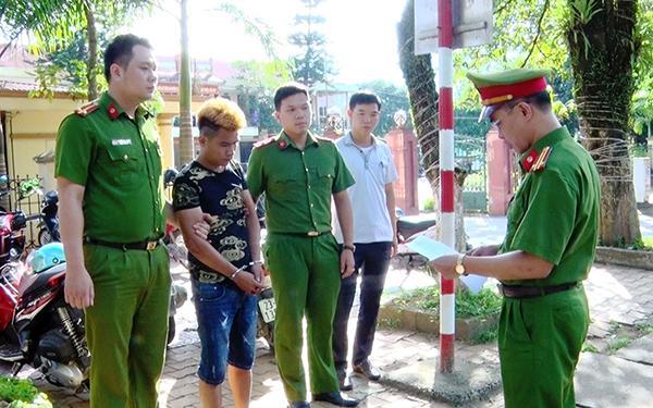Công an huyện Vị Xuyên đọc lệnh bắt tạm giữ đối tượng Hoàng Anh Việt