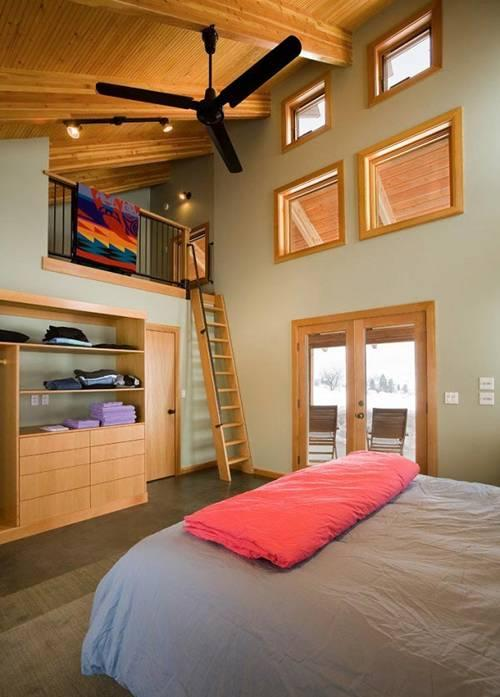 Bạn cũng có thể tham khảo thiết kế gác lửng trong phòng ngủ làm nơi để thư giãn, đọc sách thế này.