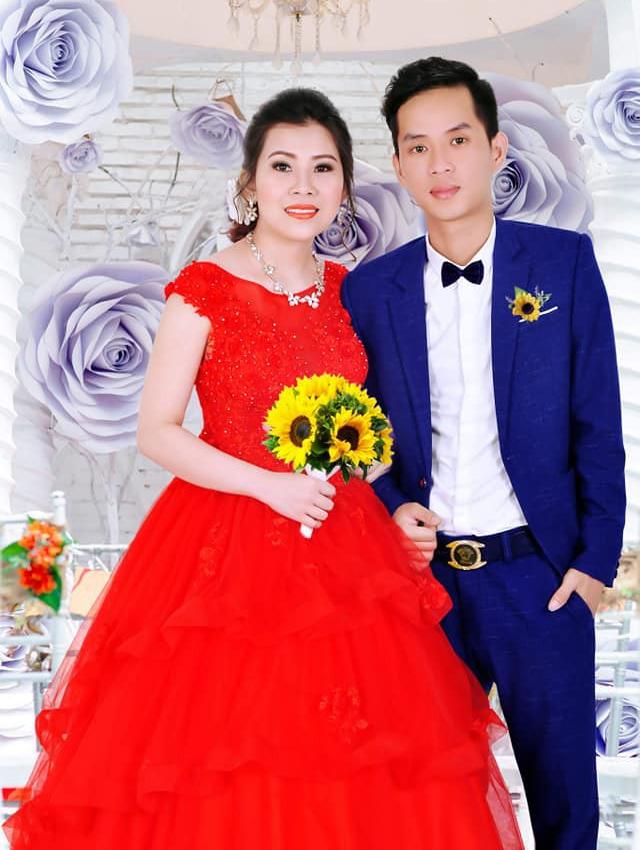 Dù đã chỉnh sửa kỹ càng nhưng ảnh sau khi chụp xong vẫn không thể nào làm cho cô dâu trông bớt già, trong khi đó cô dâu chỉ mới sinh năm 1997, còn chú rể sinh năm 1991. (Ảnh: NVCC)
