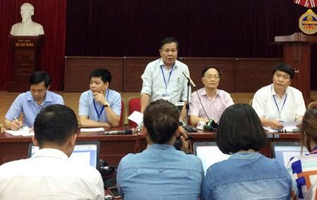Lãnh đạo Sở GD&ĐT Hà Nội cung cấp thông tin cho báo chí về việc đề thi bị tuồn ra ngoài.
