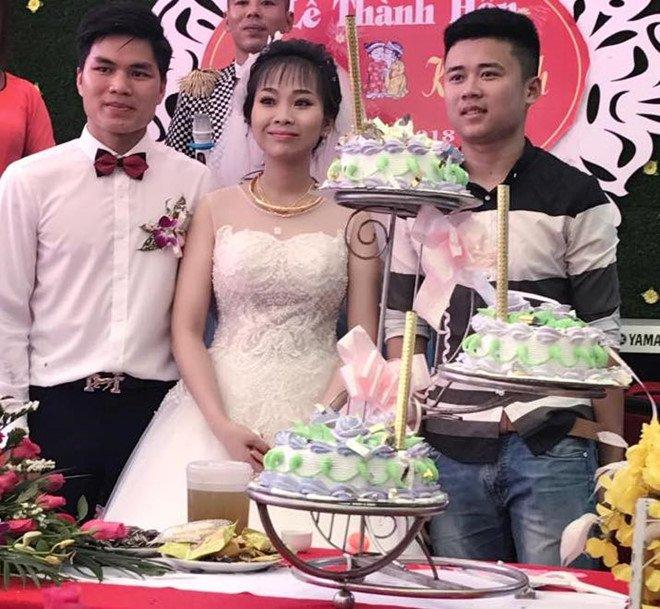 Bá Thanh - Kiều Oanh chụp ảnh kỷ niệm cùng bạn bè trong ngày cưới. Ảnh:FBNV.