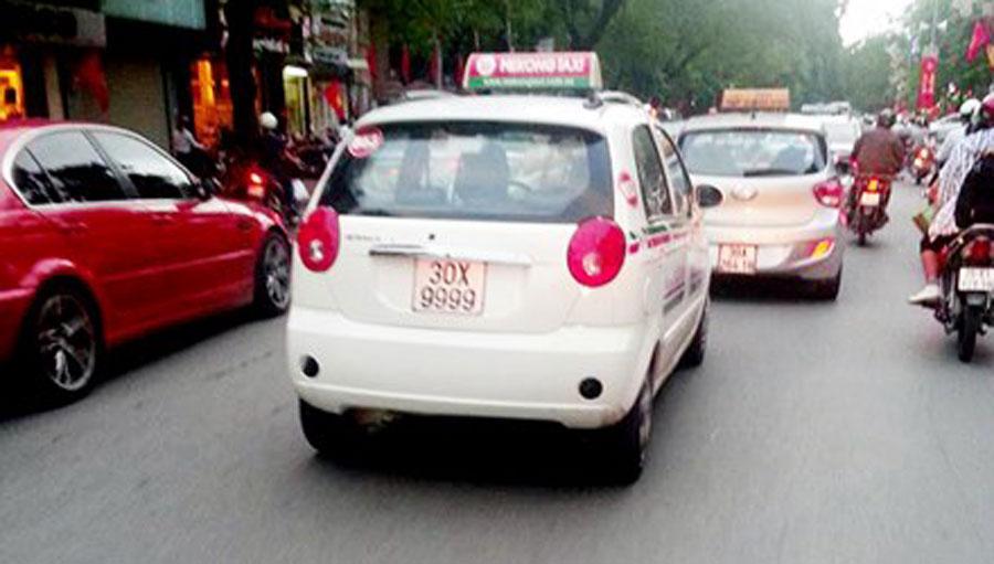 Chiều 31/8/2015, hình ảnh chiếc Chevrolet 5 chỗ màu trắng mang biển số 30X-9999 đi trên phố Văn Miếu (Hà Nội) được người dân chụp lại và đăng tải lên mạng xã hội. Chiếc Chevrolet này thuộc dòng xe