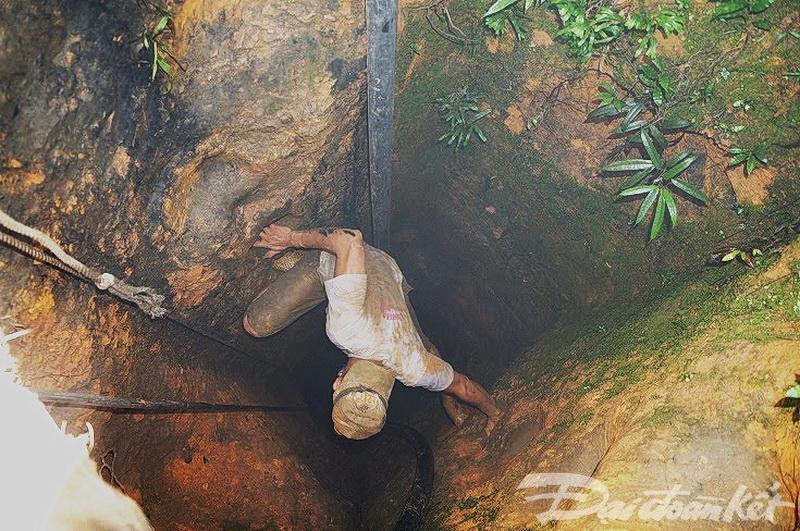 Nguy hiểm nghề khai thác vàng trái phép ở Quảng Nam.