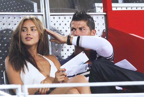 Bắt đầu hẹn hò với siêu mẫu người Nga năm 2010, Cristiano Ronaldo trải qua khoảng thời gian với rất nhiều kỷ niệm đẹp. Cả hai luôn nhận được sự quan tâm từ giới truyền thông mỗi khi xuất hiện bên nhau. Tuy nhiên, việc Ronaldo chia tay Irina Shayk đầu năm 2015 khiến không ít người yêu mến họ bị bất ngờ. Trước đó, có thông tin Ronaldo lên kế hoạch cưới Irina Shayk.