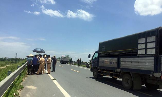 Trưa ngày 20/6, các lực lượng chức năng đã tiến hành thực nhiệm hiện trường để điều tra, làm rõ nguyên nhân vụ việc.