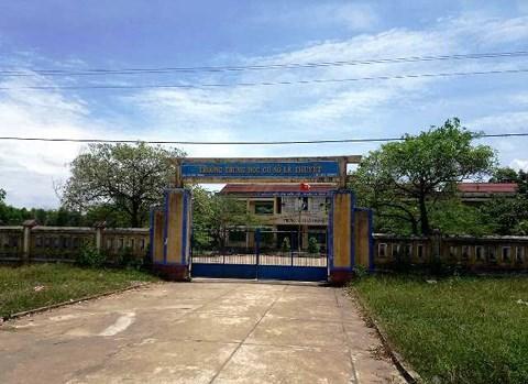 Trường THCS Lê Thuyết, nơi xảy ra vụ việc.