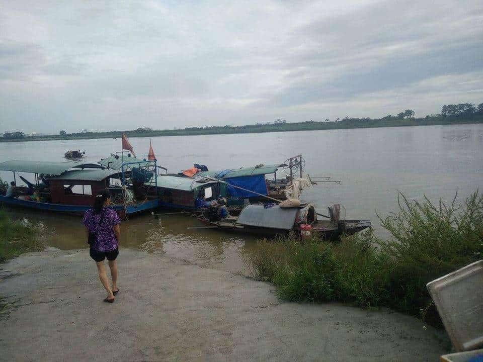 Khúc sông Hồng, đoạn chảy qua xã Vạn Phúc, nơi có người trình báo thấy nữ nhà báo dưới sông