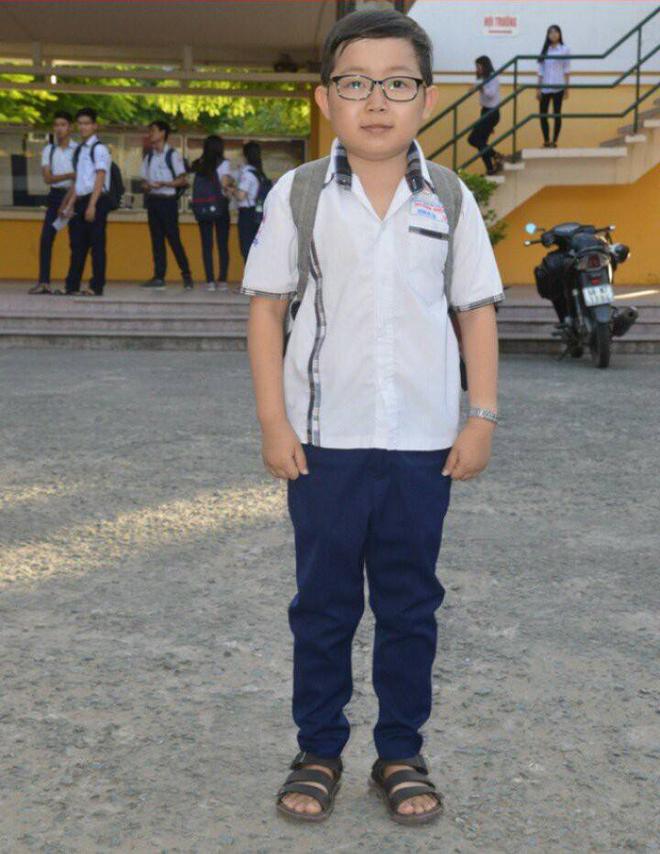 Đặng Kỳ Tài sinh tháng 4/2000, là thí sinh nhỏ bé nhất của kỳ thi THPT quốc gia 2018.