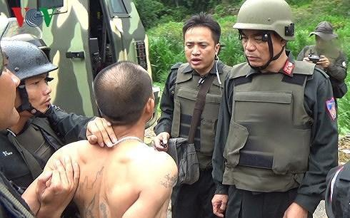 Đại tá Trần Anh Tuấn, Giám đốc Công an tỉnh Sơn La trực tiếp có mặt tại hiện trường chỉ huy bắt giữ các đối tượng (Ảnh VOV)