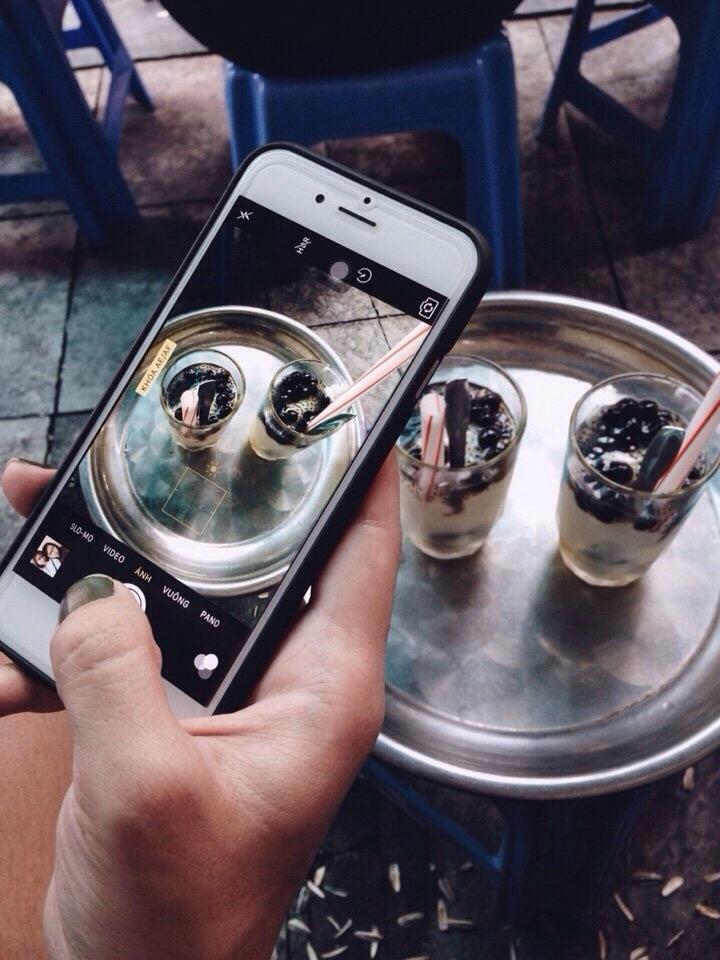 Cà phê 39 Tạ Hiện là một trong những tụ điểm cà phê giải khát rất được các bạn trẻ ưa chuộng. (Ảnh: Bảo An)
