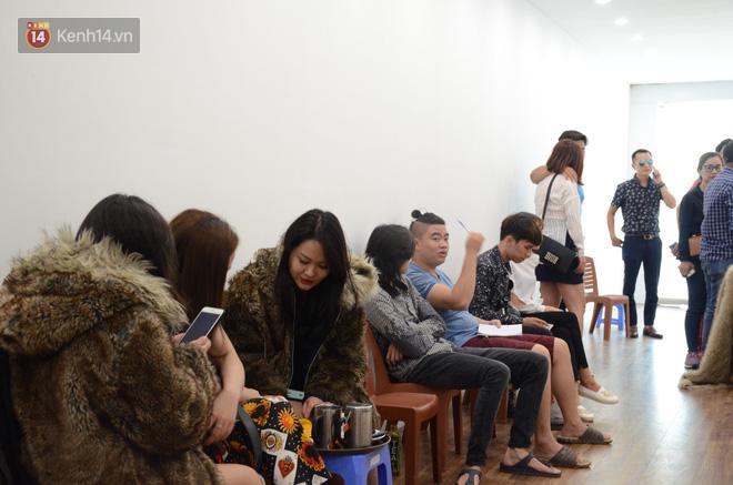 Thời tiết Hà Nội nắng nóng khiến nhiều người dân hạn chế ra khỏi nhà. Rất nhiều người đã tìm đến quán cà phê âm 10 độ C đầu tiên ở Thủ đô để vui chơi.