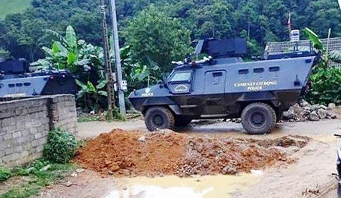Nhiều xe đặc chủng được huy động trong cuộc vây ráp, tiêu diệt ông trùm ma túy Nguyễn Thanh Tuân.