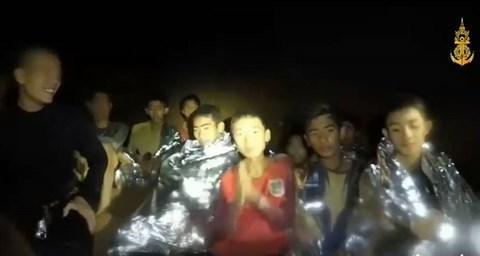 Hình ảnh mới nhất về tình trạng sức khỏe của 13 thành viên đội bóng Thái Lan