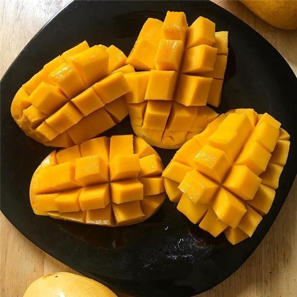 2 quả xoài ở Campuchia: Cầm 1 đô la đi đến nước này, bạn sẽ mua được hai quả xoài thơm ngon và được gọt vỏ, hoặc một ly trái cây dằm sữa đá, hoặc 2 phần chuối nướng.