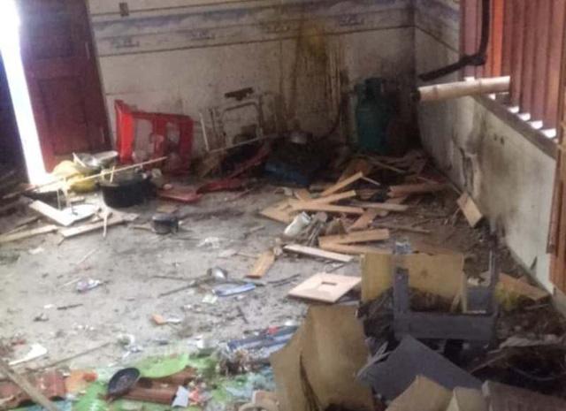 Toàn bộ đồ đạc tầng 1 của gia đình anh Cường đã bị mìn phá hủy