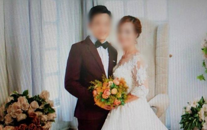 Chú rể 26 tuổi khẳng định mình tự nguyện và thấy hạnh phúc khi kết hôn với người vợ hơn mình 35 tuổi. Ảnh:NVCC.