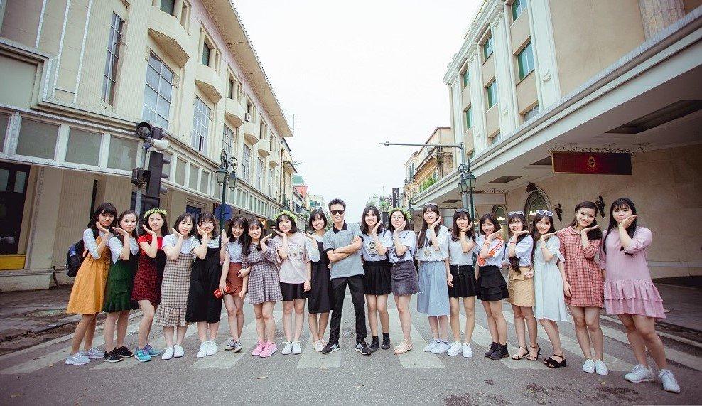 Vương Xuân Hoàng và các bạn của mình.
