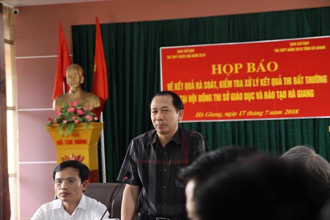 Ông Trần Đức Quý - Phó Chủ tịch UBND tỉnh Hà Giang phát biểu trong buổi họp báo