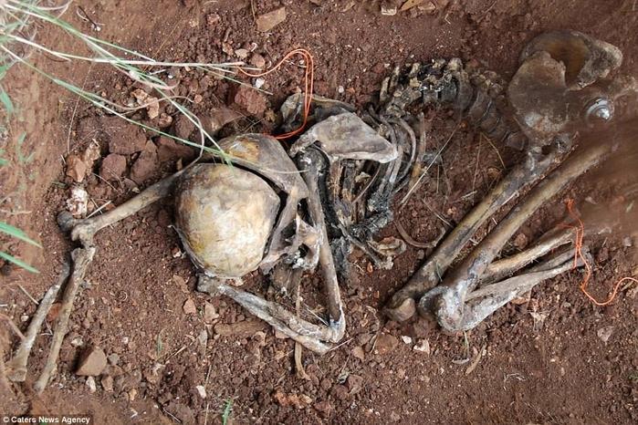 ư thế khi chết của tử thi cho thấy mối quan hệ giữa nạn nhân với hung thủ.