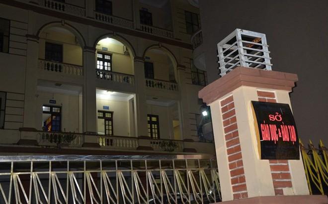 Thanh tra Bộ GD-ĐT làm việc xuyên đêm tại Sở GD-ĐT Hà Giang. Ảnh: Lao động