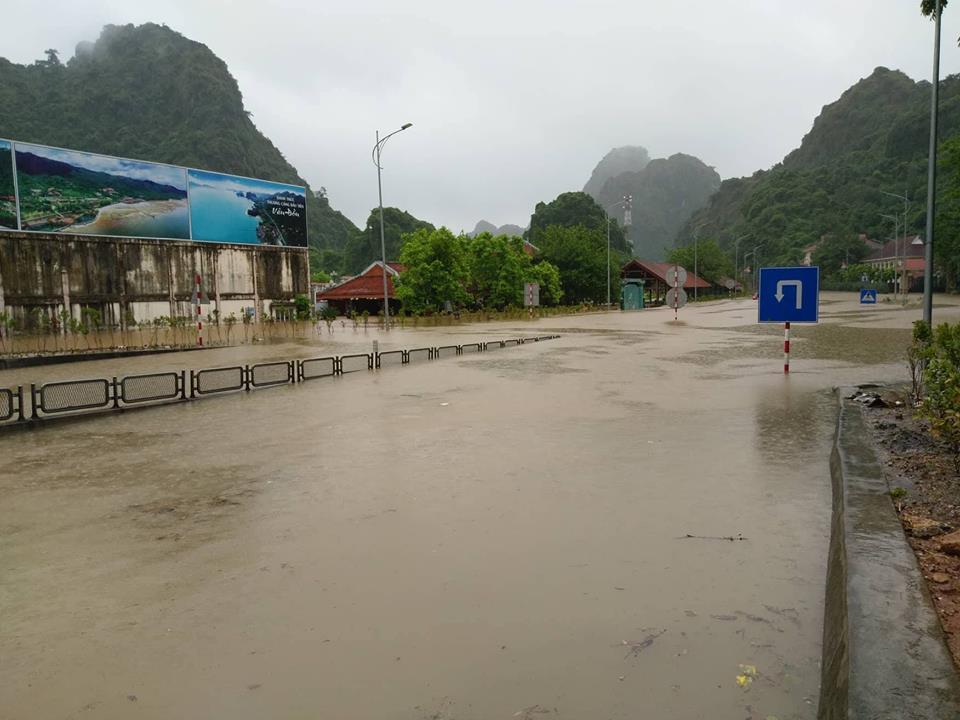 Đến 18h hôm nay (21/7), mưa lớn vẫn gây ngập lụt tại khu vực dốc Đèo Bụt