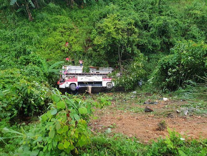 Hiện trường nơi xảy ra vụ tai nạn giao thông thảm khốc. Ảnh: Otofun.
