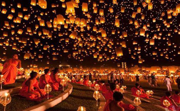 Rằm là ngày trăng tròn, một trong những ngày lễ quan trọng trong phong tục tập quán của người Việt Nam. Lên chùa cúng dâng cúng sao giải hạn là điều mọi người thường làm để mong cầu điều lành, bình an, sức khỏe cho gia đình.