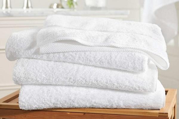 Khăn tắm trong nhà nghỉ là thứ vô cùng bẩn. Ảnh: Gia đình mới