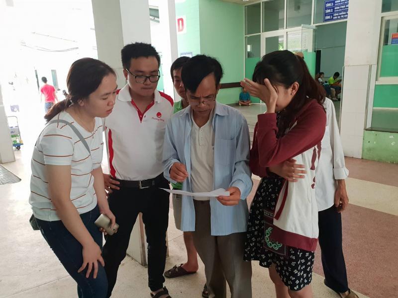 Người nhà bàng hoàng khi nhận tin xe rước dâu gặp tai nạn thảm khốc ở Quảng Nam.