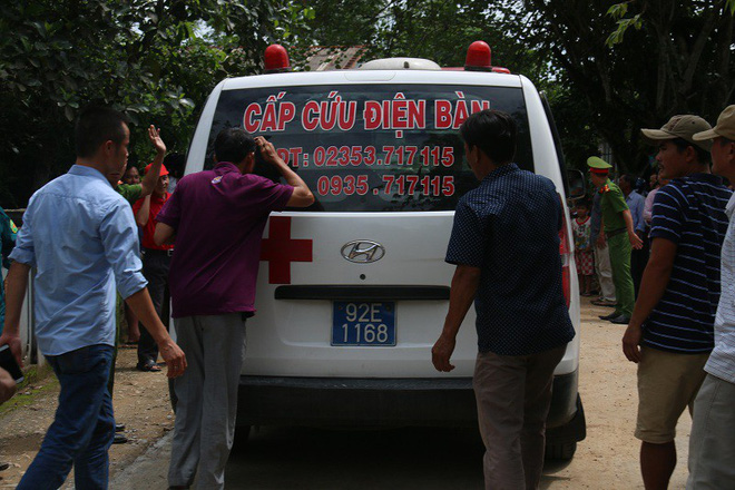 Những chiếc xe cứu thương từ Quảng Nam, Đà Nẵng lần lượt đưa 12 người con Lương Điền về quê nhà