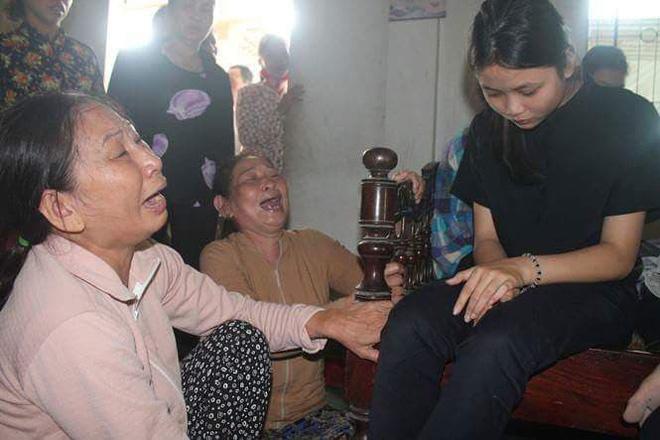 Nước mắt ngập tràn thôn Lương Điền. Họ khóc vì không thể kìm nén được nỗi đau quá lớn