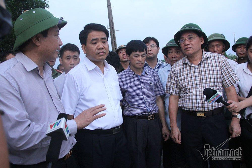 Các sở ban ngành báo cáo tình trạng đê với Chủ tịch Hà Nội Nguyễn Đức Chung